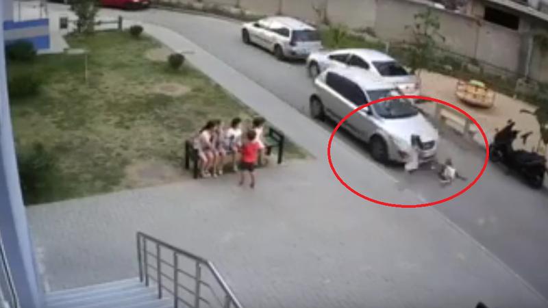 На Буюканах возле детской площадки машина сбила ребенка