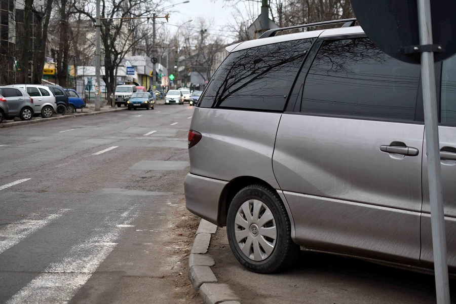 Masini parcate neregulamentar