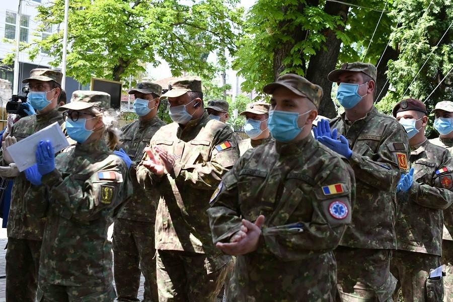 militari români
