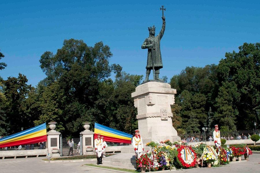 Alexandru Plămădeală Ștefan cel Mare monument